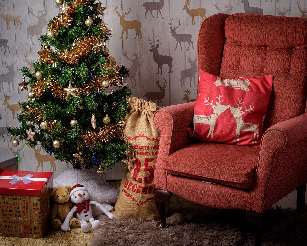 4 Top Tips to start building your Christmas savings stocking today
